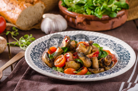 Ilık Mantar Salatası