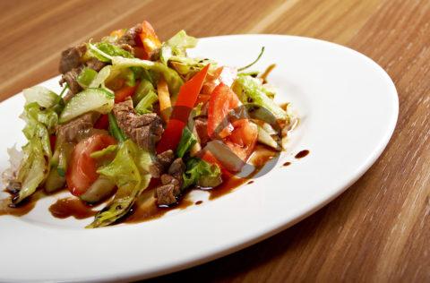 Nar Ekşili Biftek Salatası