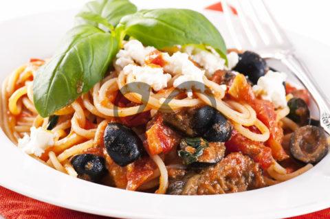 Zeytinli Patlıcanlı Spagetti